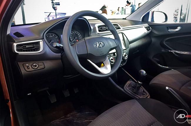 2019 Hyundai Reina interior