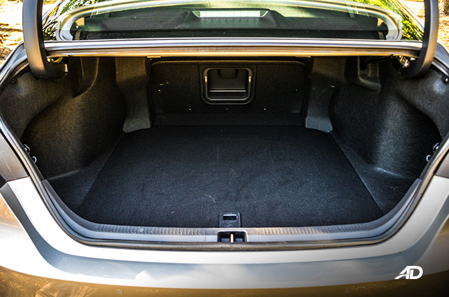 2019 toyota camry interior cargo