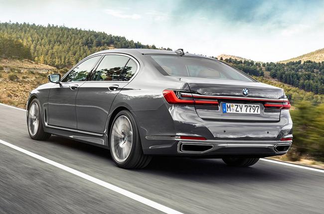 2020 BMW 7 Series rear profile
