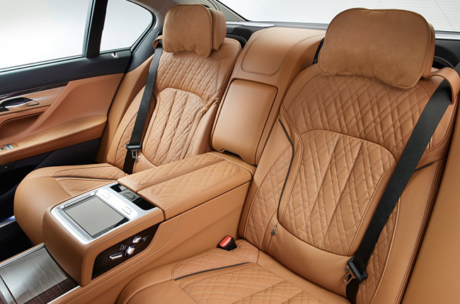 2020 BMW 7 Series rear seats