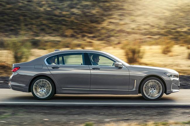 2020 BMW 7 Series side profile