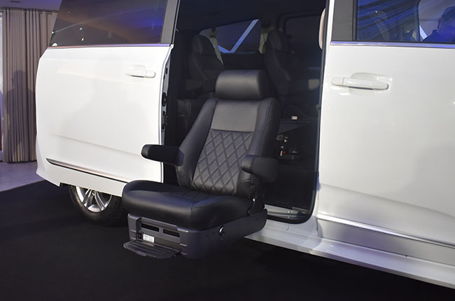 2020 Maxus G10 Assist swivel seat