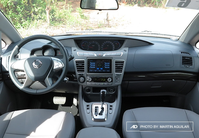 Driving ssangyong s big 3 the korando rodius and tivoli for Ssangyong rodius interior