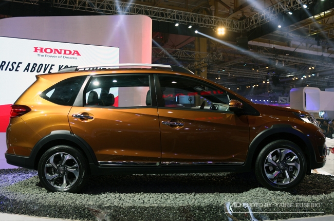 Pims 2016 honda launches 7 seater br v crossover autodeal for Honda brv philippines