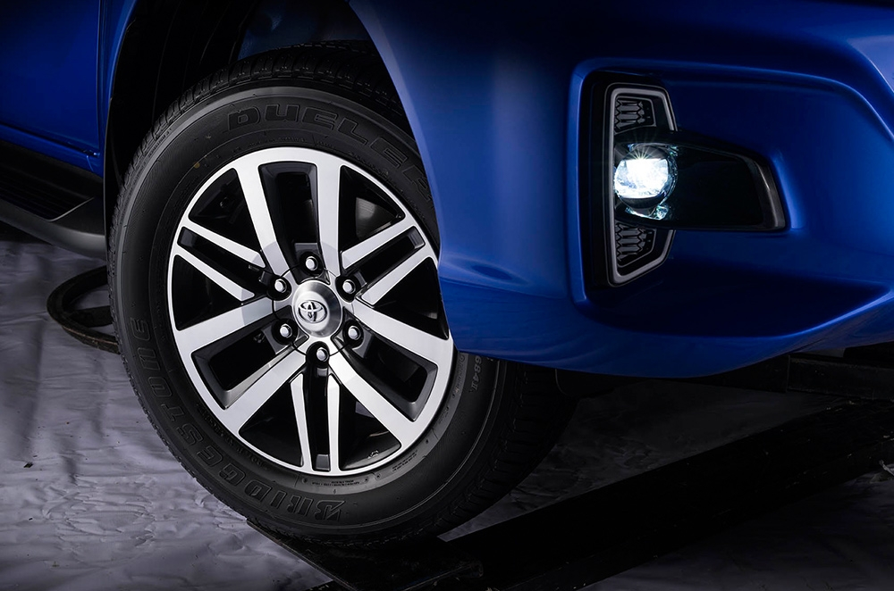 toyota hilux conquest 18-inch wheels