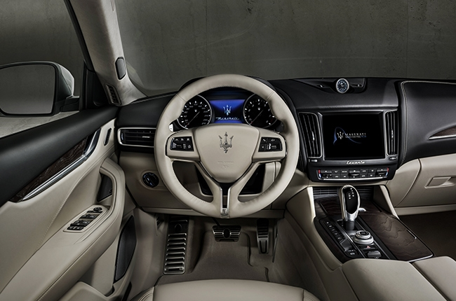 2018 Levante GranLusso Cockpit