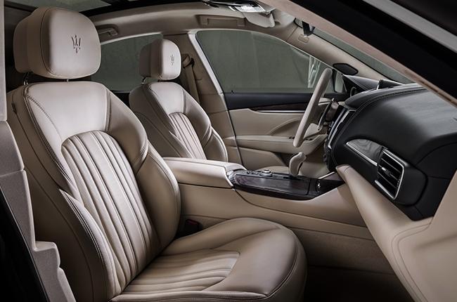2018 Levante GranLusso Front Seats