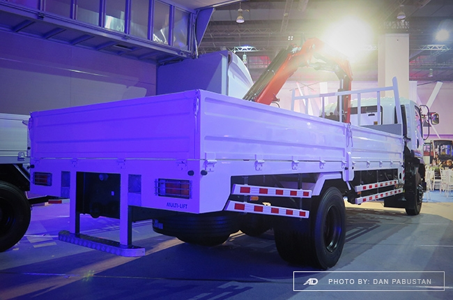 FVR34 Blue Power Dropside with crane
