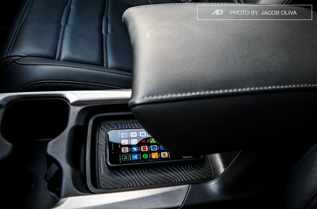 2018 Honda CR-V Gasoline cellphone holder