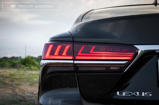 2018 lexus ls 500 taillights