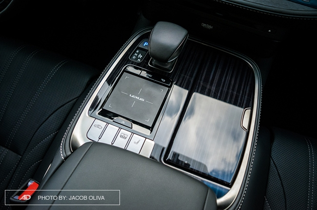 2018 lexus ls 500 center console