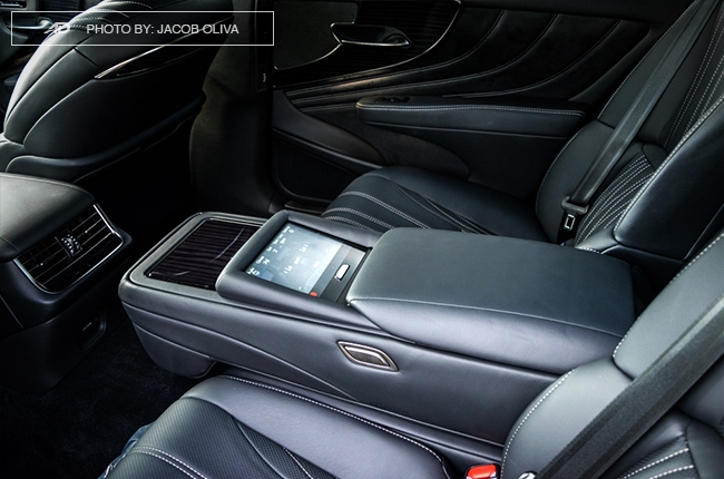 2018 lexus ls 500 rear control panel