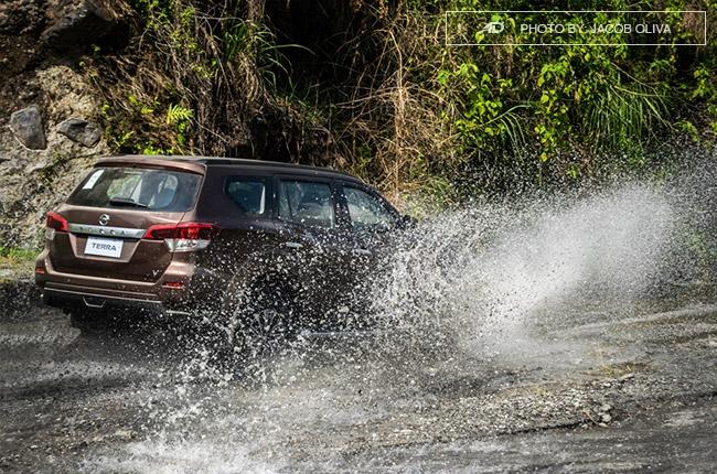 2018 Nissan Terra Philippines water splashes drive