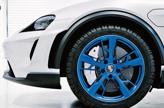 Porsche Mission E cross Turismo thunder blue rims