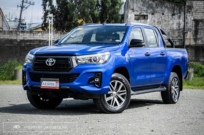2018 Toyota Hilux Conquest front quarter