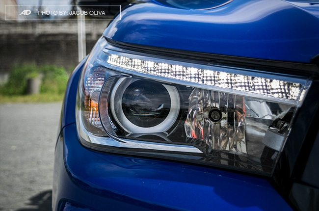2018 Toyota Hilux Conquest headlights