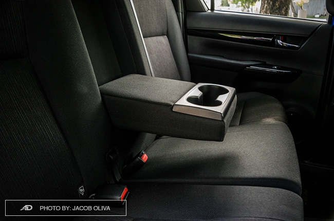2018 Toyota Hilux Conquest arm rest cupholders