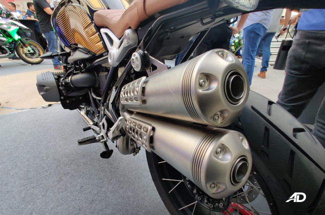 BMW Nine-T Exhaust Pipes