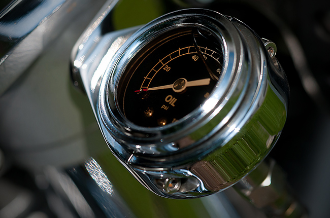Engine oil gauge