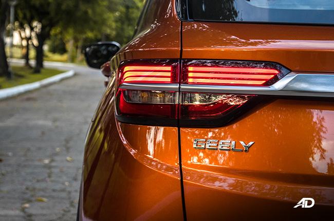 geely coolray дорожный тест обзор значок внешний вид