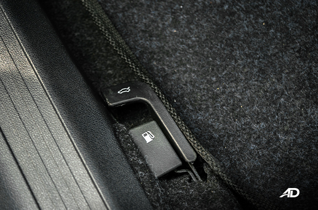 Haima M3 Gas and trunk release lever