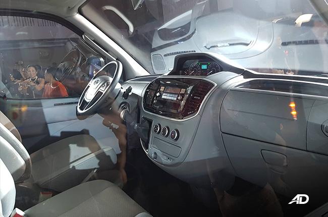 MAXUS V80 INTERIOR