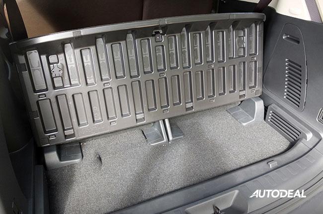 Nissan Terra Compartment