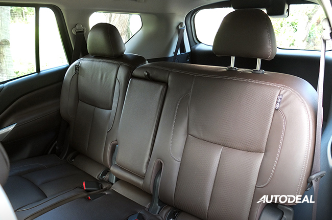 Nissan Terra rear seats