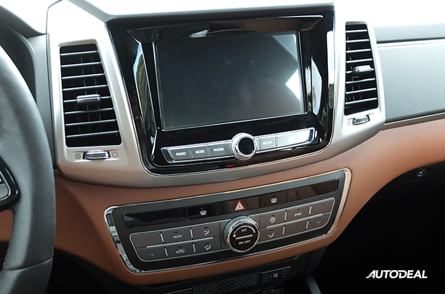 Ssangyong Musso center console