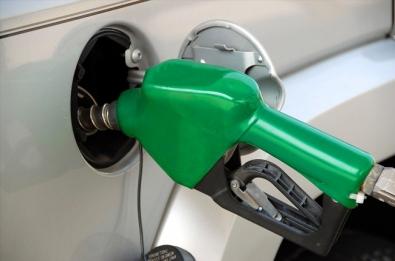 Survey shows 9 truths about fuel efficient driving