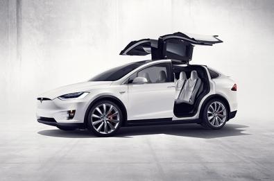 Tesla hires Apple head engineer for Autopilot development.