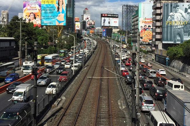 MMDA adds 1 more motorcycle lane on EDSA, C5