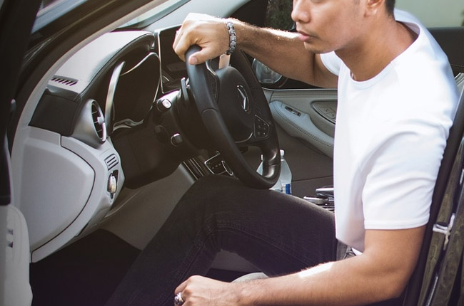 4 mistakes people do before buying their first car
