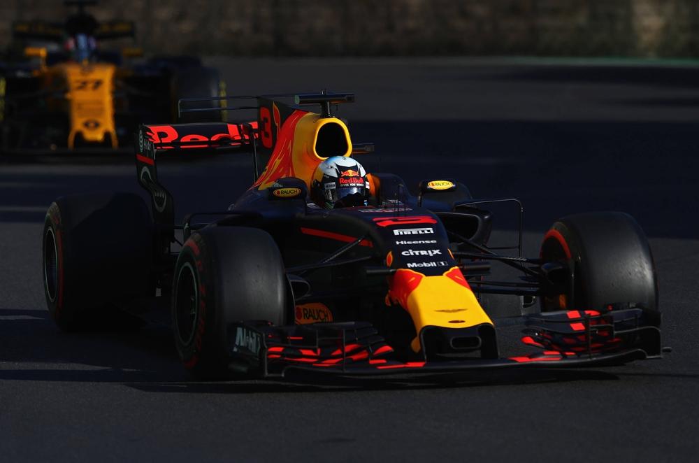F1 2017: Daniel Ricciardo wins chaotic Azerbaijan Grand Prix
