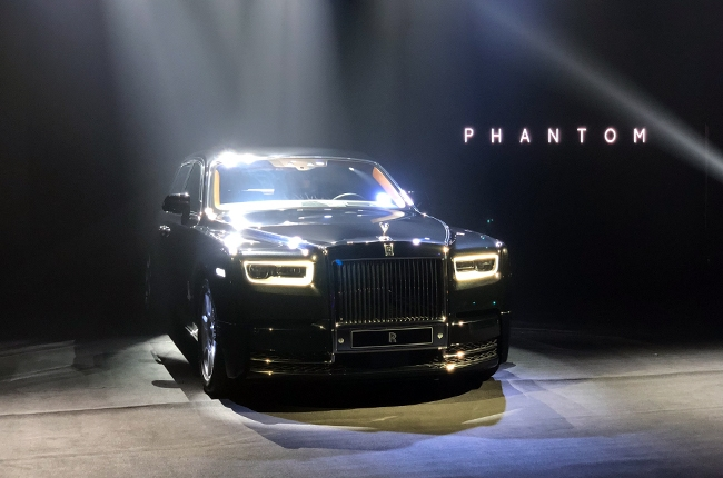 The final word in limousine luxury has arrived. That is, until the 2020 Rolls-Royce Phantom is revea