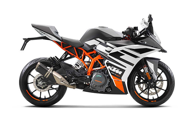 Photos of the next-generation KTM RC 390 leak online
