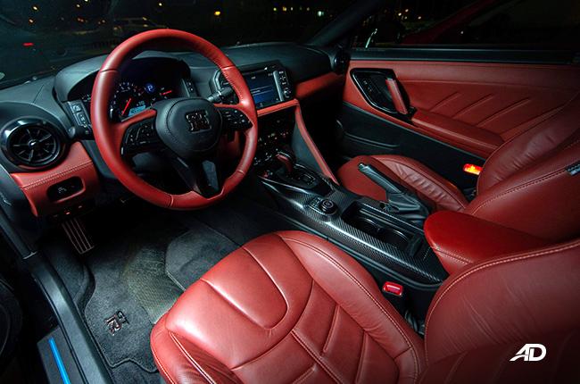 2018 Nissan GT-R interior
