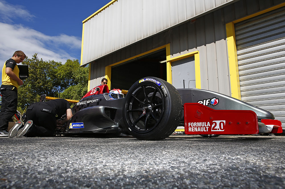Michelin and Renault Sport develop larger tires for World Series by Renault
