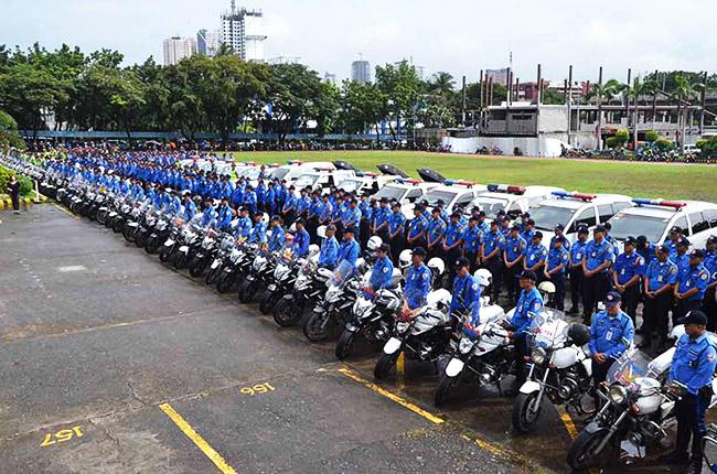 MMDA traffic enforcers