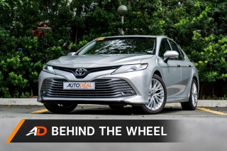 2019 Toyota Camry 2.5 V AT Behind the Wheel