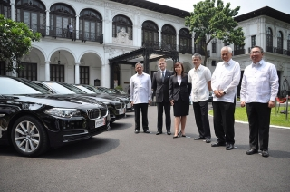 BMW Ph begins duty as the official premium mobility partner of APEC 2015