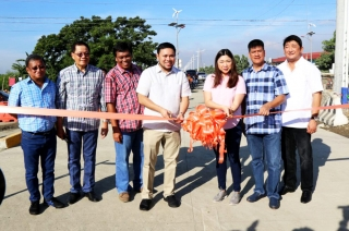DPWH Secretary Mark Villar leads Laguna Lake Highway opening last July 7, 2017