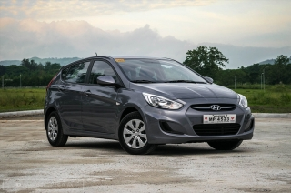 review hyundai accent hatchback