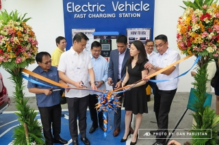 Senator Sherwin Gatchalian at Unioil EV Fast Charging Station ribbon cutting