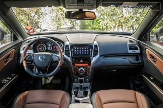 2019 SsangYong Tivoli Interior and Cargo Space