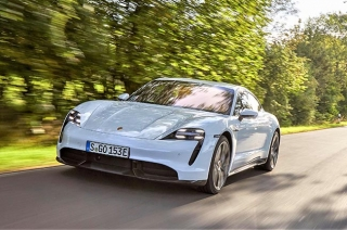 Bill Gates buys a Porsche Taycan