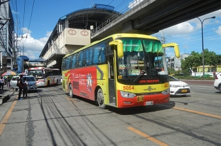 LTFRB reminds PUVs to give way to active transport