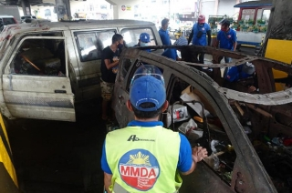 MMDA to clear obstructions under EDSA flyovers
