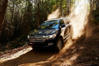 Spy shots of the next-generation Toyota Land Cruiser surface online