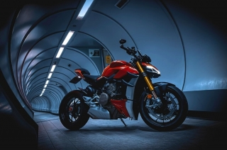 What is a streetfighter motorcycle?